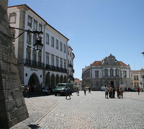 Evora: grad s kapelom od ljudskih kostiju