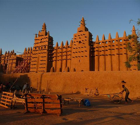 Najveća građevina na svijetu od blata: idemo u Afriku