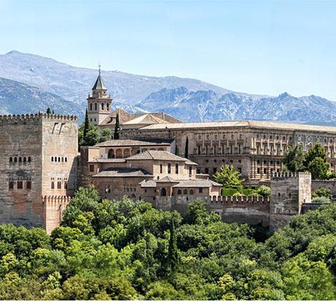 Alhambra, kruna nad Granadom