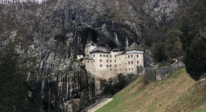 Predjamski dvorac, špiljski dvorac koji morate posjetiti!