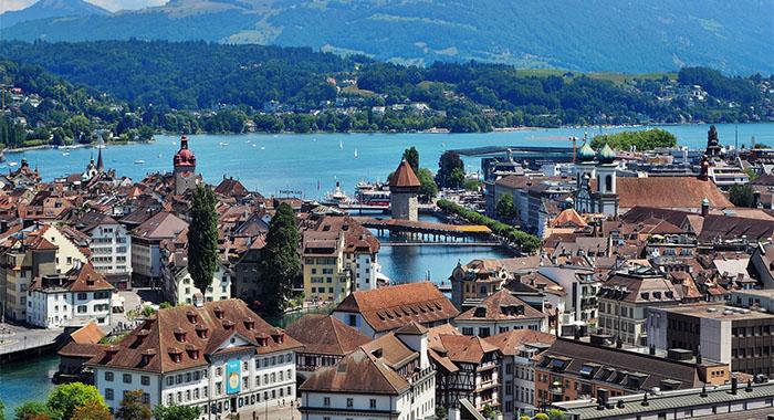 Luzern ima drveni most koji vodi u 14. stoljeće