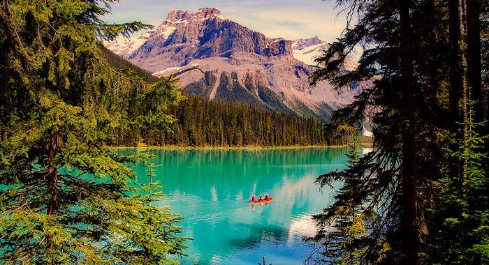 Zaplovite kanuom po Smaragdnom jezeru