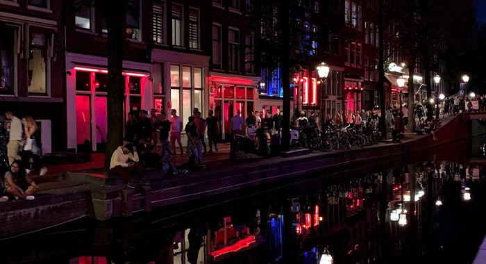 Kontroverzna Četvrt crvenih svjetiljki: što sve trebate znati