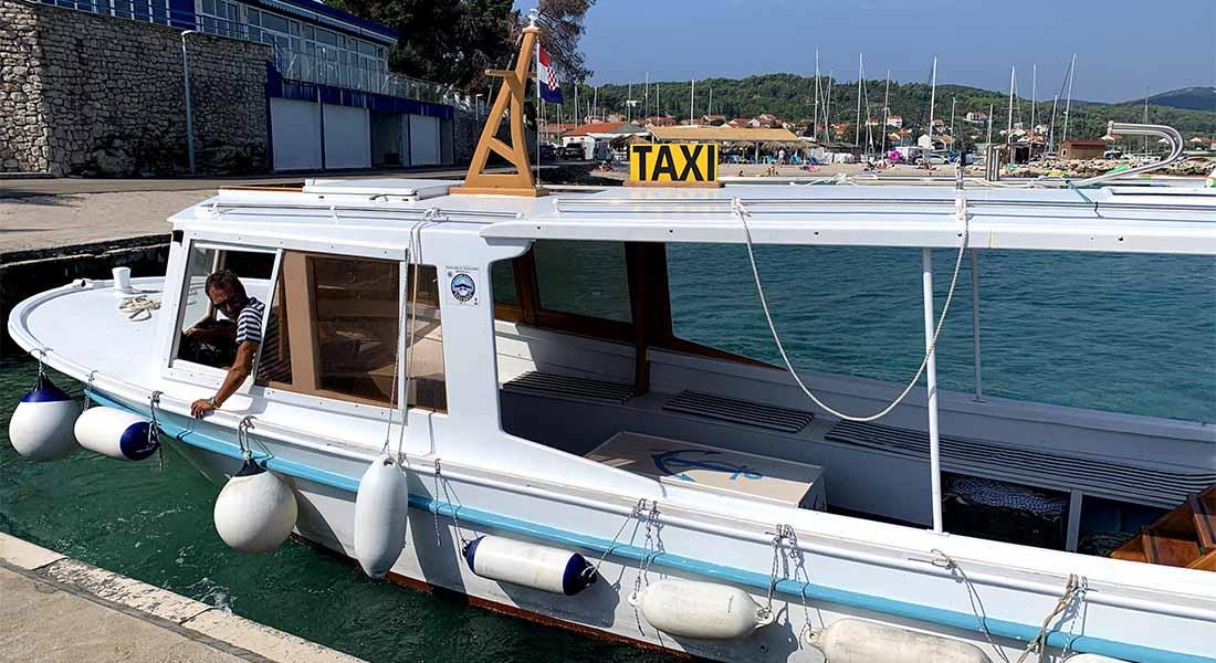 Taksi brod na Lumbardi