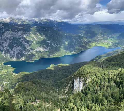 Izlet na Bohinj: jezero, slap Savica i žičarom nebu pod oblake