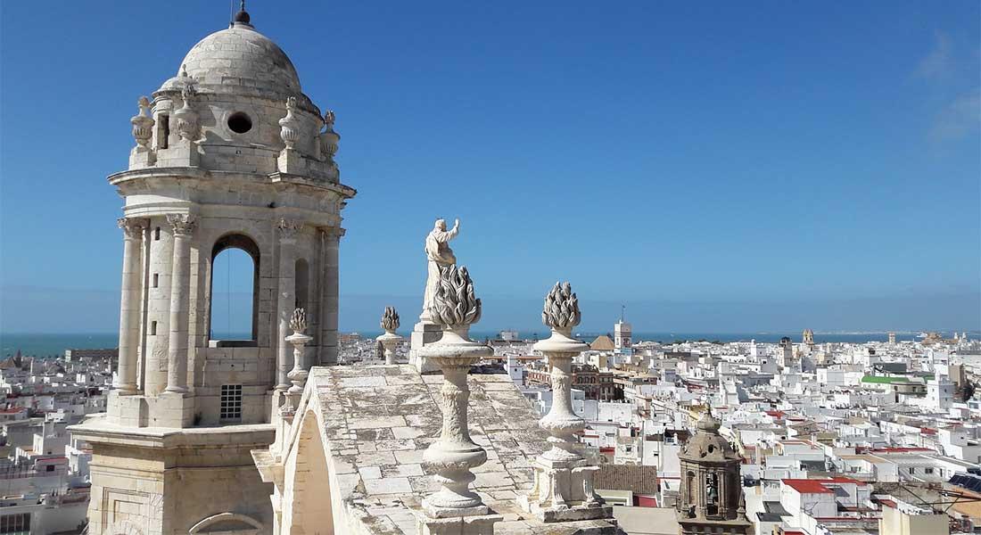 Toranj i krovovi u Cadizu