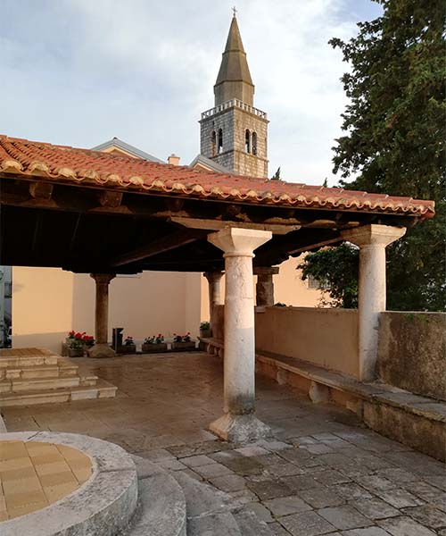 Crkva i zvonik u Dobrinju