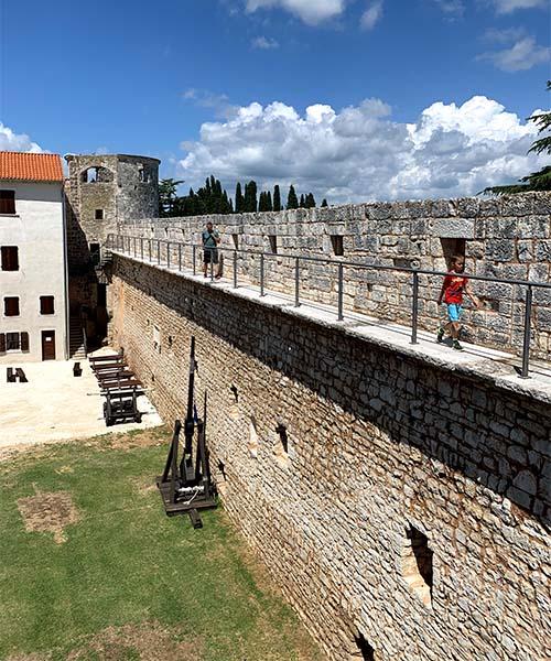 Zidine dvorca u Svetvinčentu