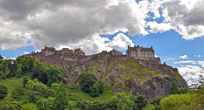 Dvorac u Edinburghu: duhovi, smaknuća i intrige