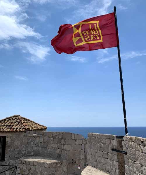 Zastava na vrhu Minčete u Dubrovniku