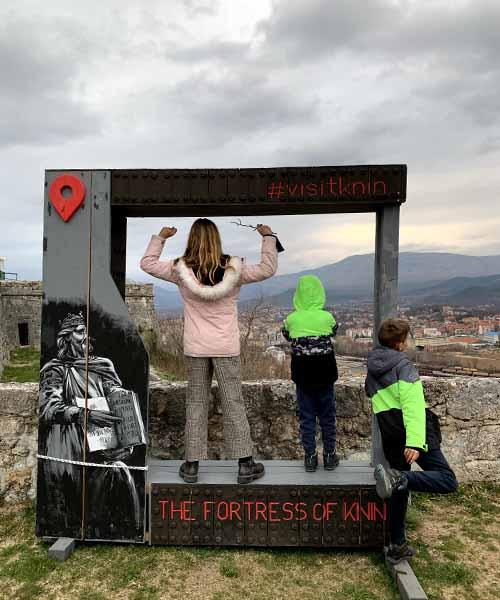 Djeca u tvrđavi u Kninu