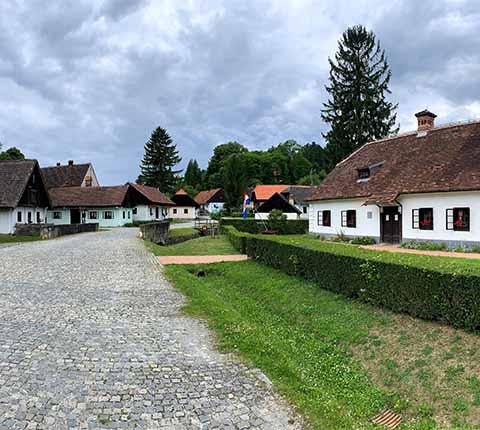 Izlet u Kumrovec: Staro selo, djeca i Tito