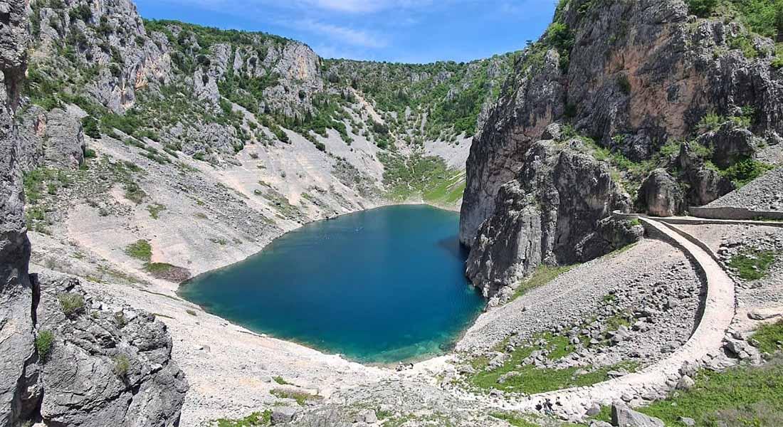 Road trip do Imotskog, Modro jezero