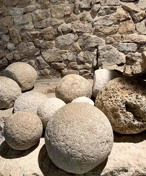 Kamene topovske kugle