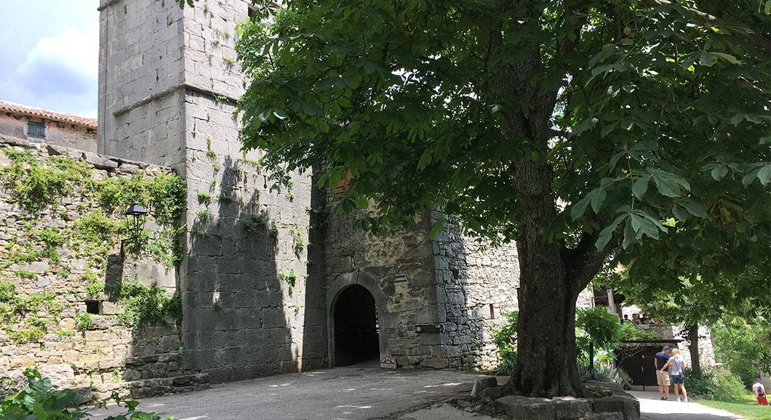 Stara gradska vrata u Humu