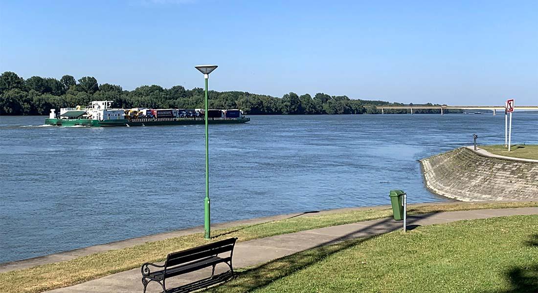 Tegljač na Dunavu