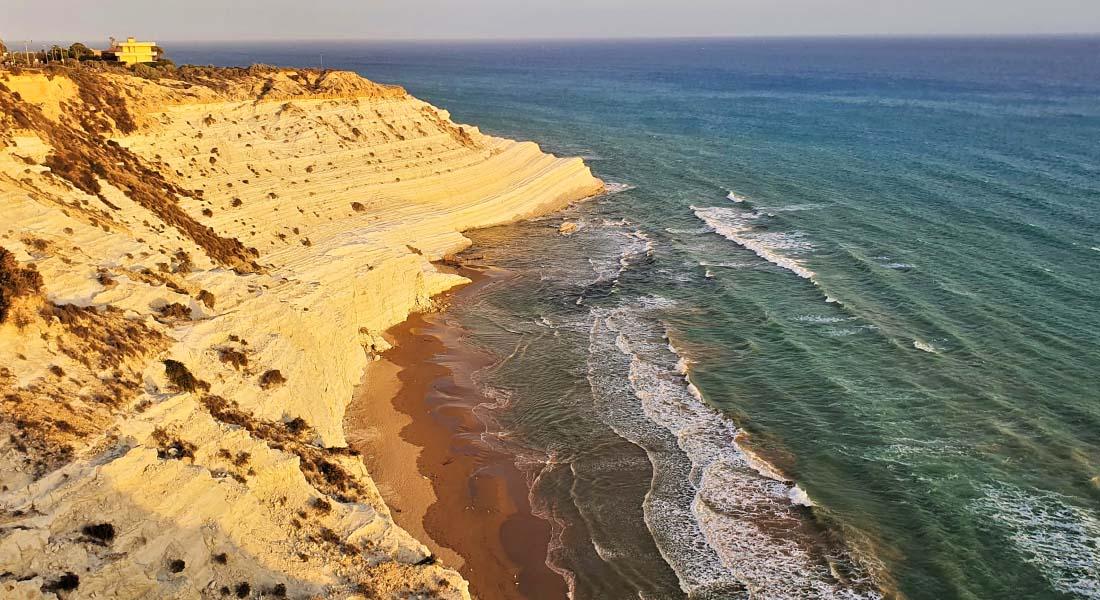 Vidikovac na plažu na Siciliji