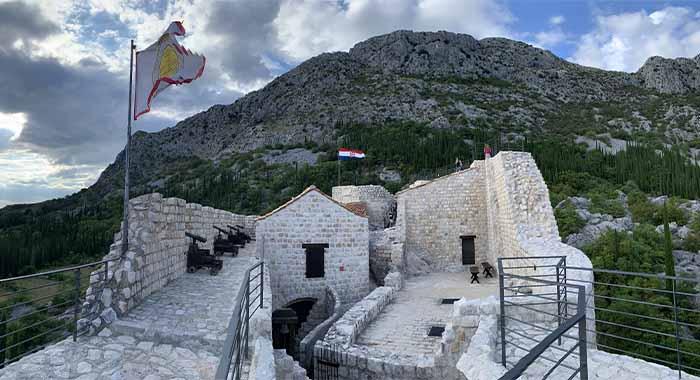Sokol grad u Konavlima: dok stojite mislit ćete da letite
