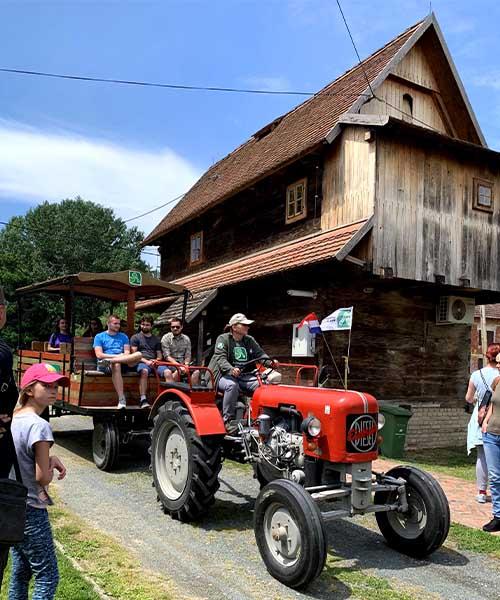 Vožnja traktorom u Lonjskom polju