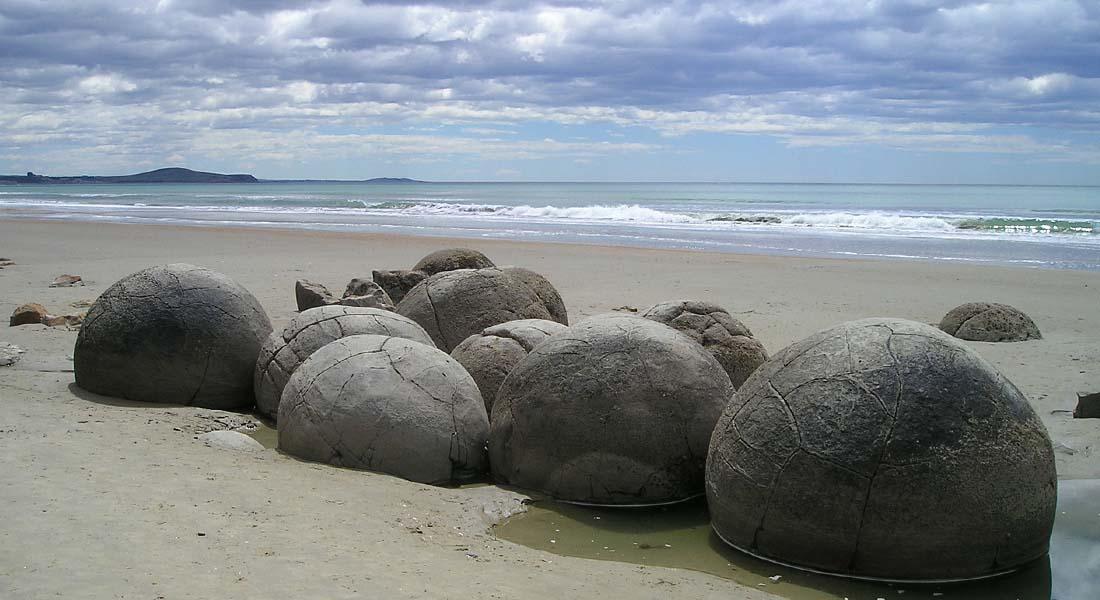 Kuglasto kamenje na plaži u Novom Zelandu