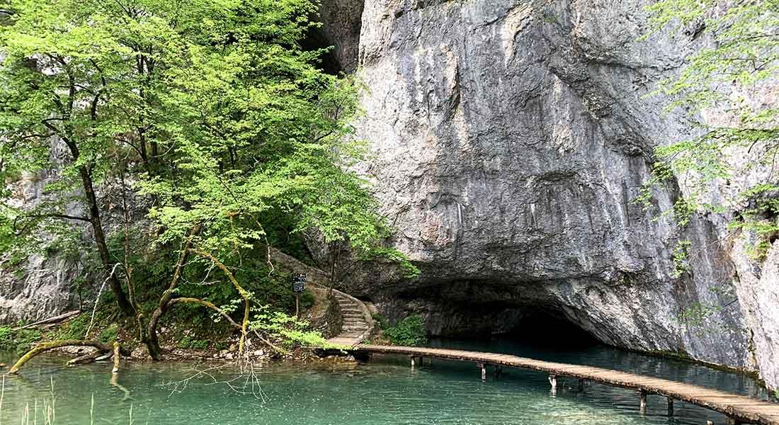 Špilja Šupljara na jezeru Kaluđerovac