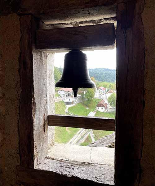 Zvono u Predjamskom dvorcu