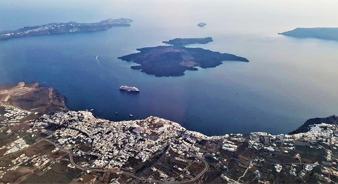 Pogled na Santorini iz aviona