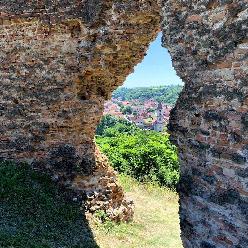 Utvrda Šarengrad: istražite starog čuvara nad Dunavom