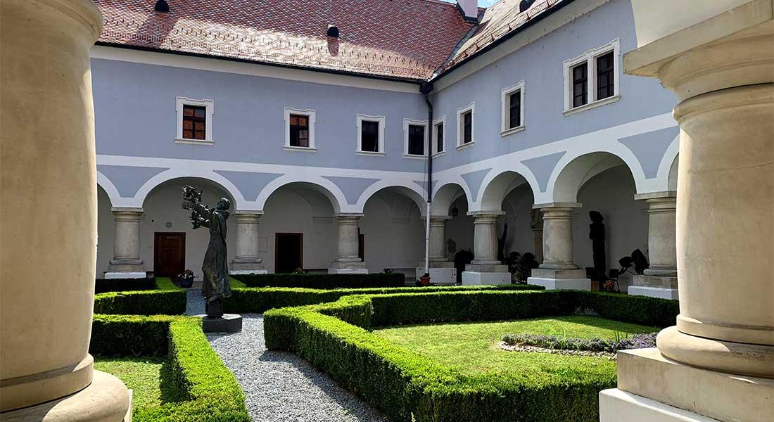 Klaustar samostana u Slavonskom Brodu