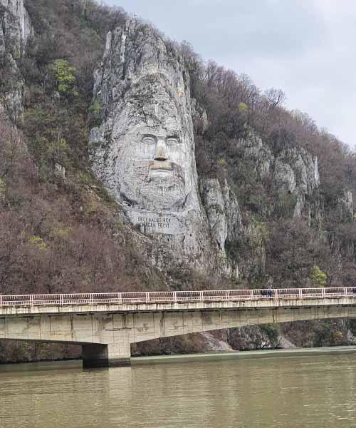 Statua Decebala u Đerdapskoj klisuri