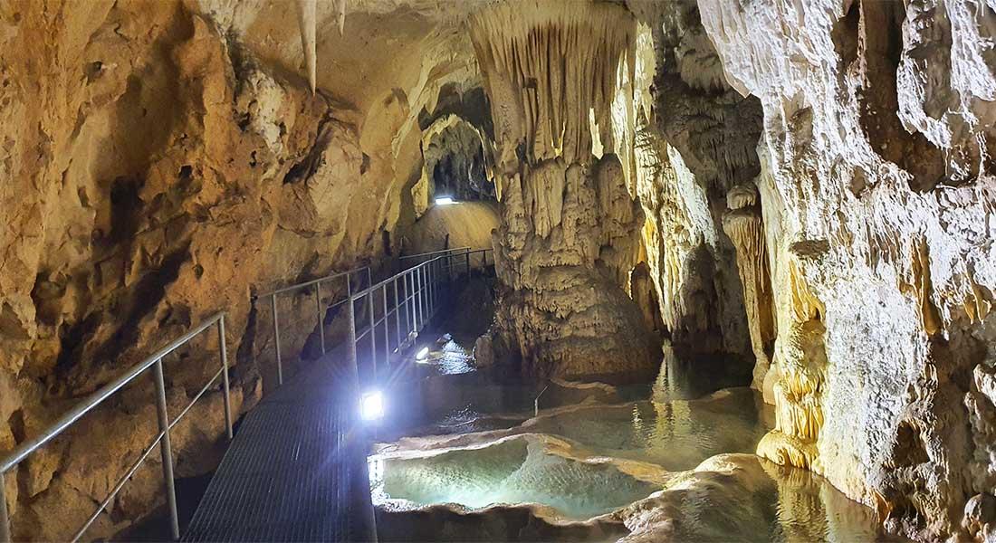 Rajkova pećina u Srbiji