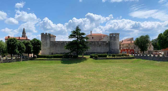 Obilazak kaštela u Svetvinčentu: turistička atrakcija Istre
