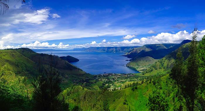 Jezero Toba u krateru vulkana na Sumatri