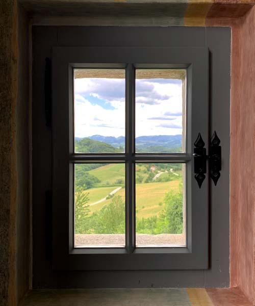 Pogled kroz prozor Velikog Tabora