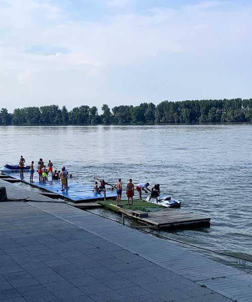 Splav na Dunavu u Vukovaru
