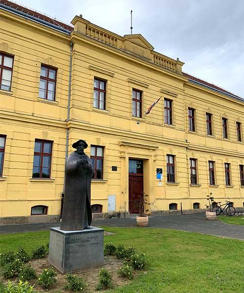 Gimnazija u Vukovaru